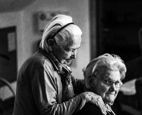 Due anziani soli