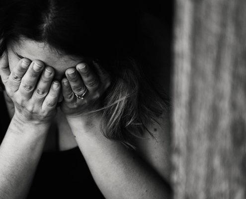 Donna in preda a trauma da furto